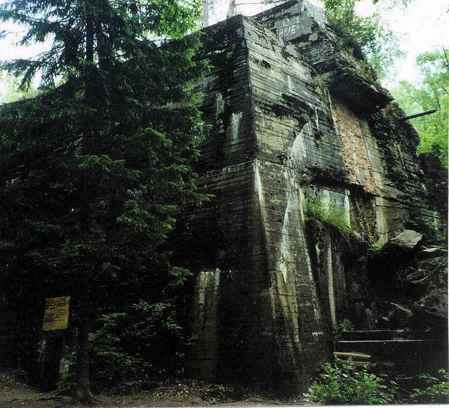 bunkier-hitlera-ruiny